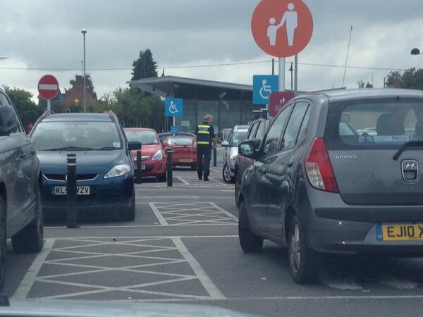 brilliant-to-see-sainsburys-tadley-checking-for-selfishparker-amp-disabledbay-let-s-hope-tesco-follow-their-lead-http-t-co-jc5xlznedn
