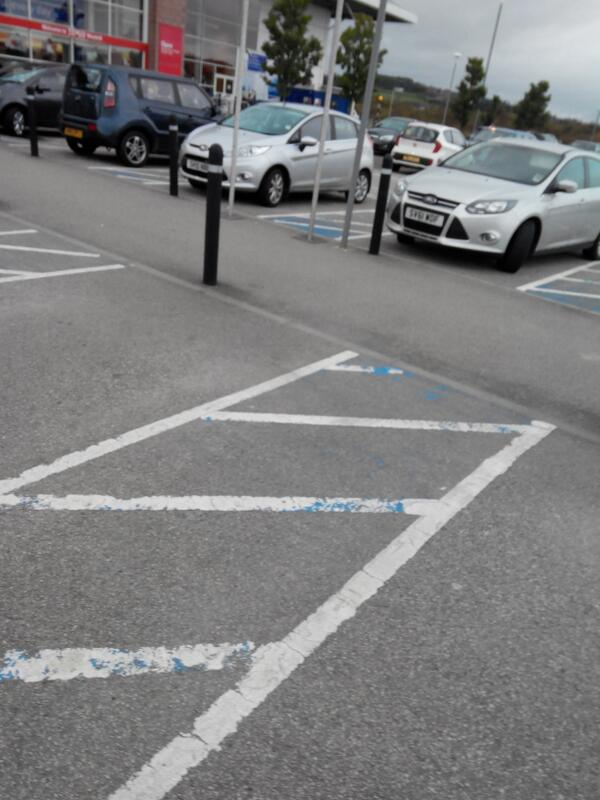 -badlyparked-nobadgenoexcuse-parkingknobs-disabledbay-selfishparker-tesco-westhill-again-sv61-wdf-no-blue-badge-http-t-co-knzpkxzsvy