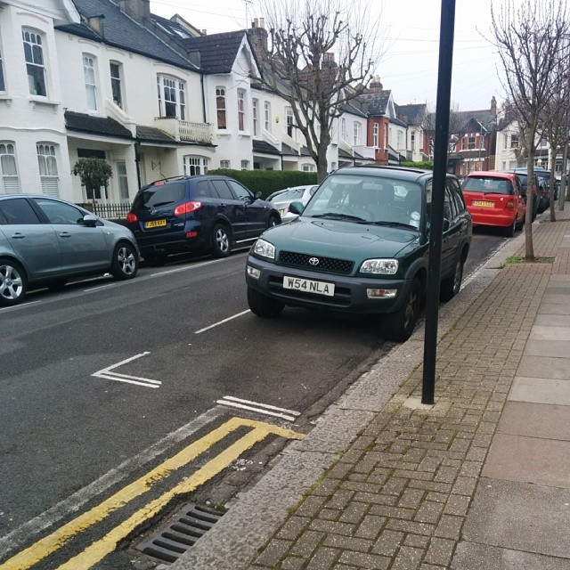 W54 NLA taking up 2 potential spaces on a busy SW London residential rd #selfishparker