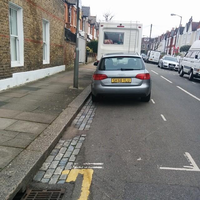SK58 YLU displaying crap parking