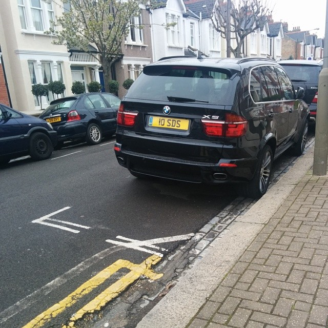 10 SDS taking up 2 potential spaces on a busy SW London residential rd #selfishparker