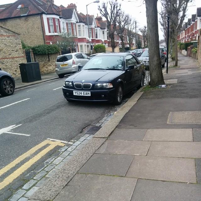 Y524 EAH displaying crap parking