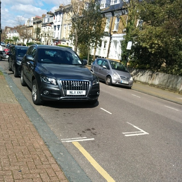 NL11 XNY taking up 2 potential spaces on a busy SW London residential rd #selfishparker