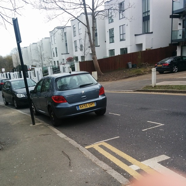 AK57 EHT taking up 2 potential spaces on a busy SW London residential rd #selfishparker