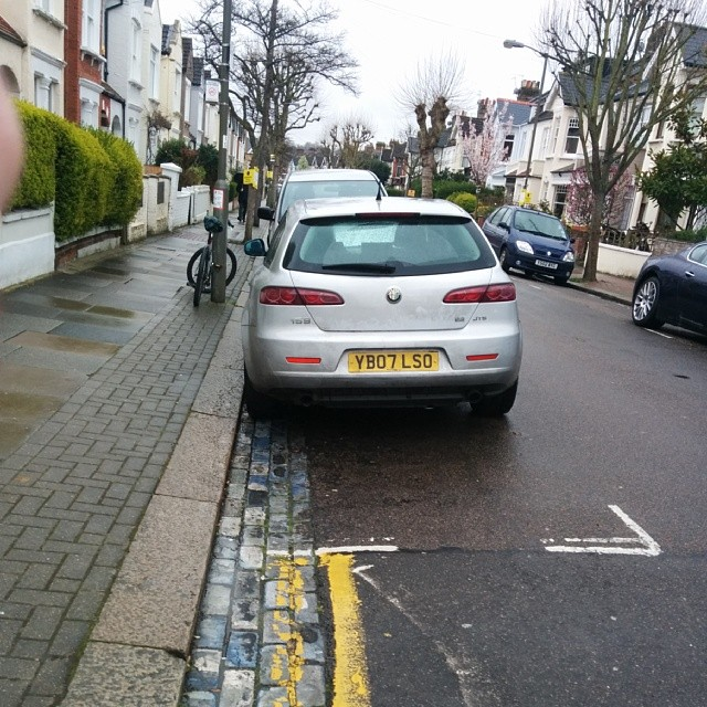 YB07 LSO displaying Inconsiderate Parking