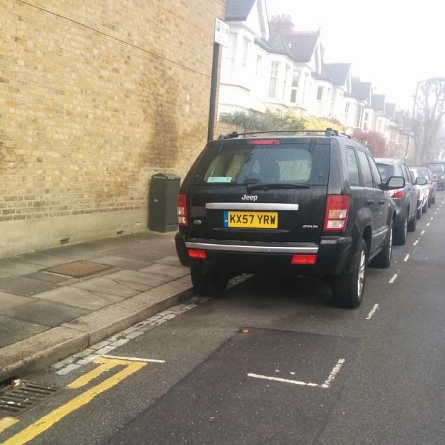 KX57 YRW displaying Selfish Parking