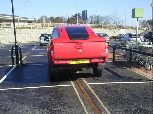 rt-hoga4-top-tips-park-your-big-car-in-two-spaces-everyone-will-admire-your-driving-skills-yplac-hull-httpt-coqleizcja9c-yy09-dfg