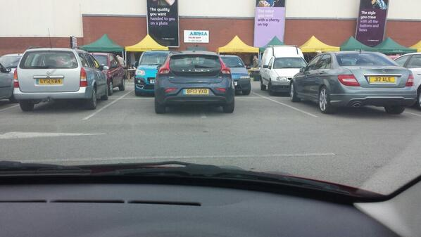 insomnia78-at-the-supermarket-everyones-struggling-for-a-car-space-apart-from-this-httpt-coawongsz6ba-selfishparker
