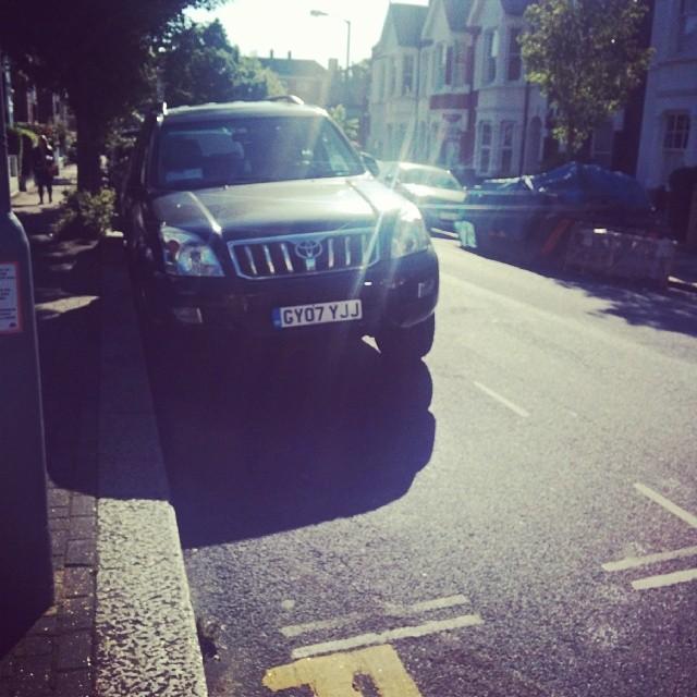 GY07 YJJ displaying crap parking
