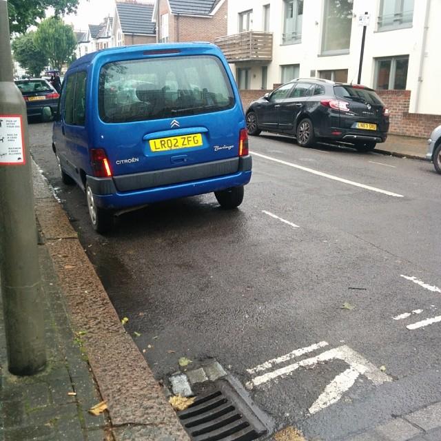 LR02 ZFG displaying Inconsiderate Parking