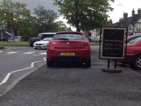 DU61 XAA displaying Inconsiderate Parking