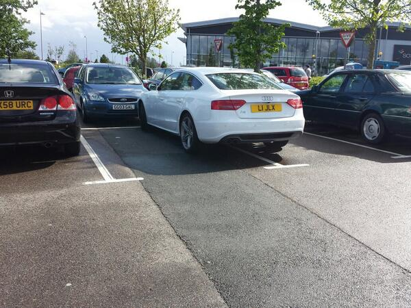 L1 JLX displaying Inconsiderate Parking