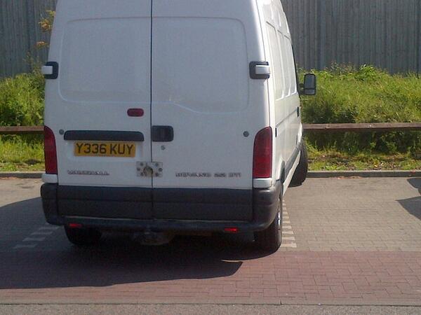 Y336 KUY is a crap parker
