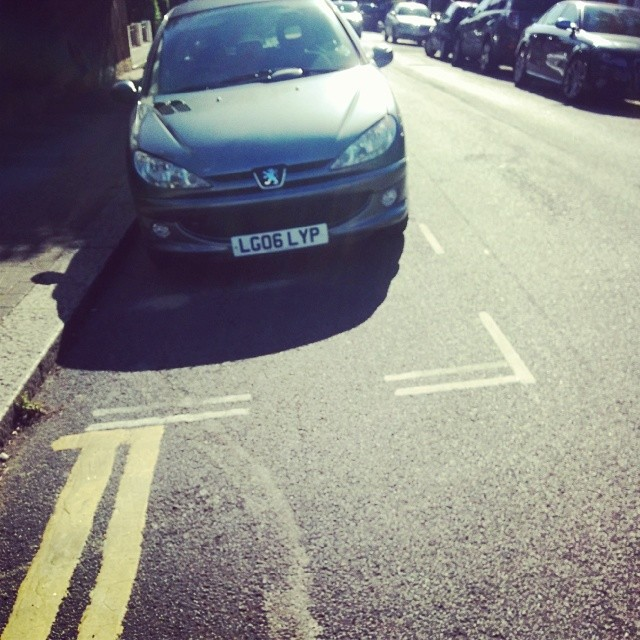 LG06 LYP displaying Inconsiderate Parking