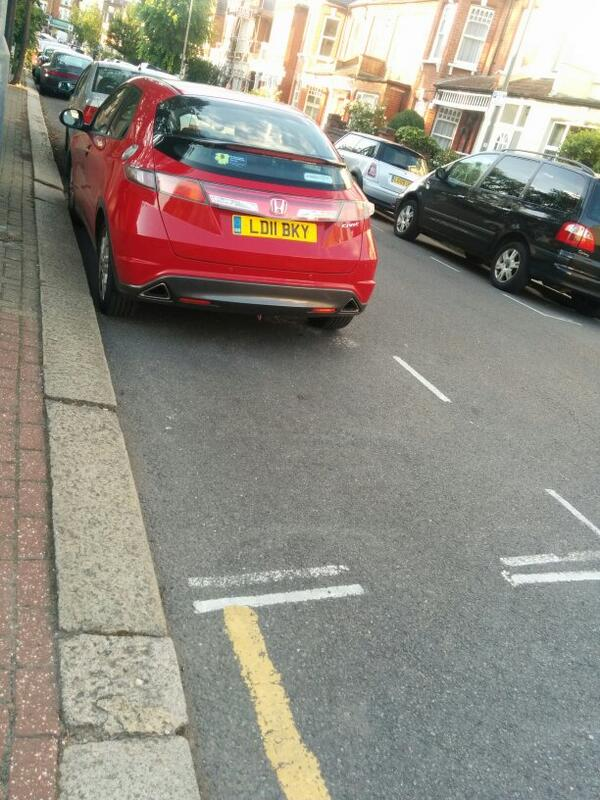 LD11 BKY displaying Inconsiderate Parking