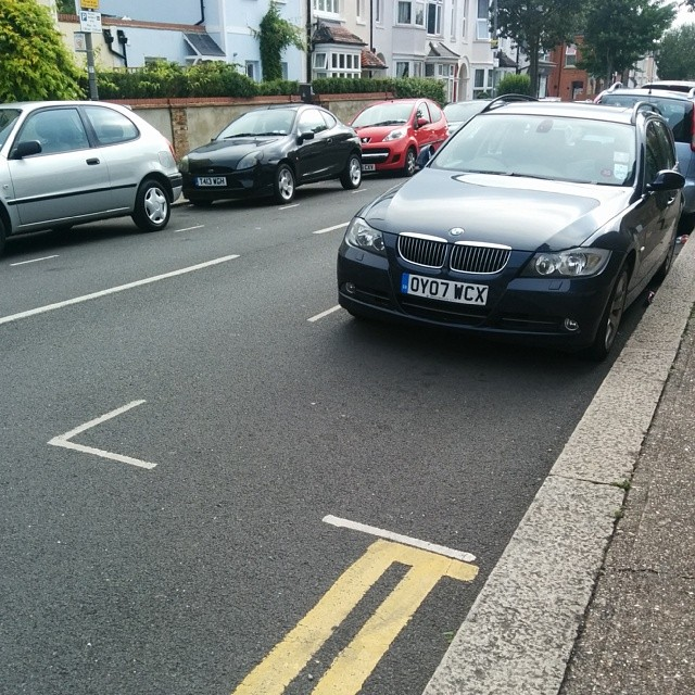 OY07 WCX Not considering others by using the white lines properly and wasting 1/2 a space. #selfishparker