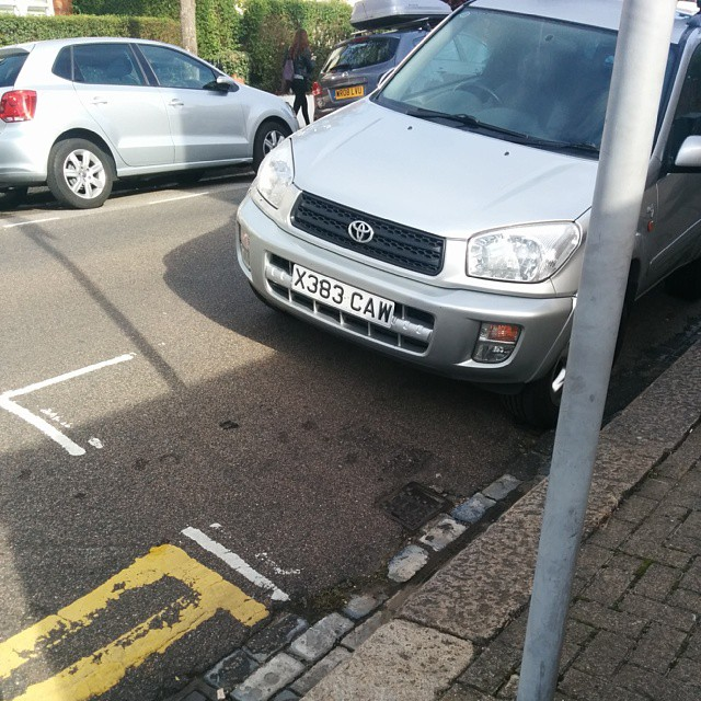 X883 CAW not considering others by using the white lines properly. #selfishparker