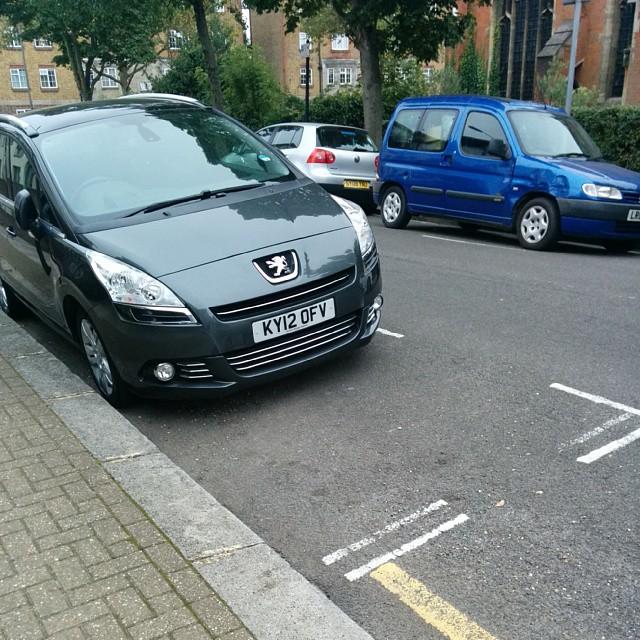 KY12 OFV displaying Inconsiderate Parking