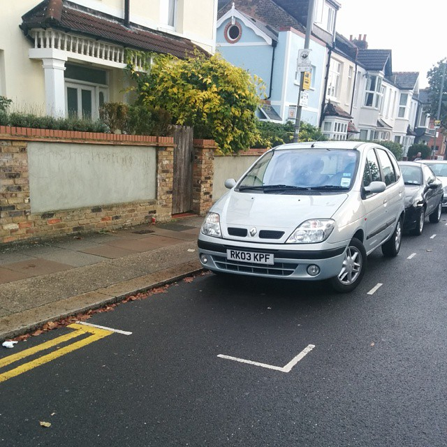 RK03 KPF being a #selfishparker by not using the white lines properly.