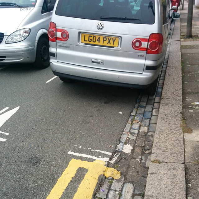 LG04 PXY not considering others on a busy residential by using the space fairly. #selfishparker