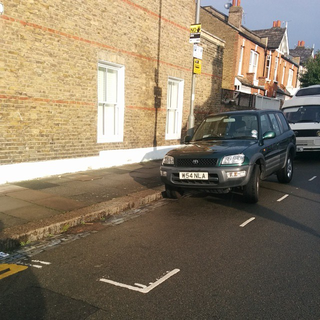 W54 NLA being a #selfishparker by not using the white lines properly. AGAIN!