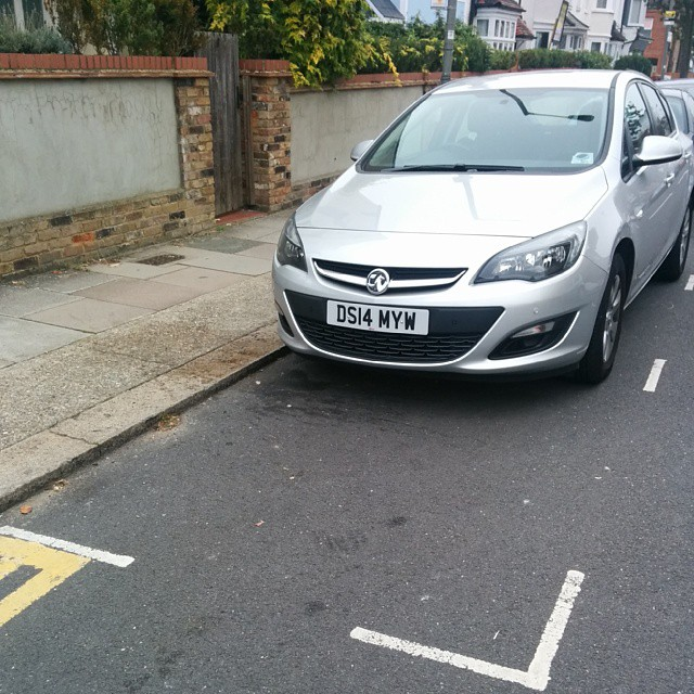 DS14 MYW displaying Selfish Parking
