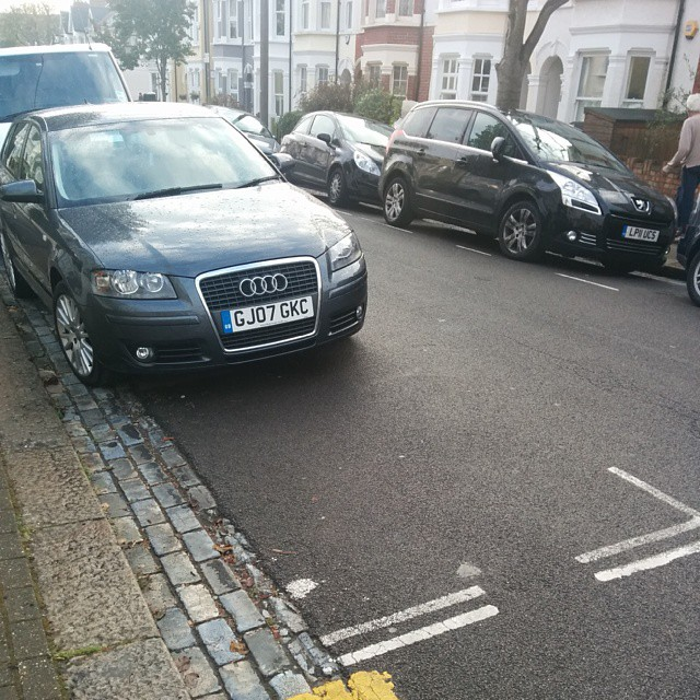 GJ07 GKC being a #selfishparker by not using the white lines properly.