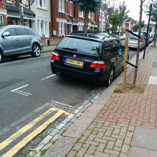 ZB57 ZKY being a #selfishparker on a busy residential rd Use the lines properly to make space for others.