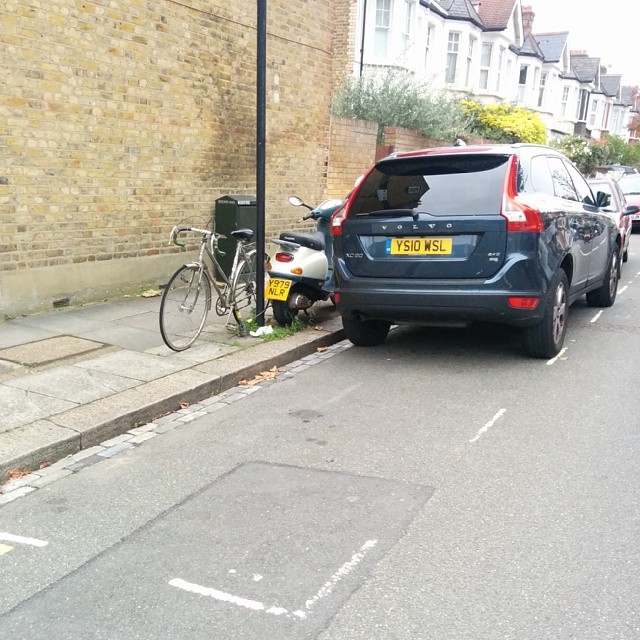 YS10 WSL displaying Inconsiderate Parking