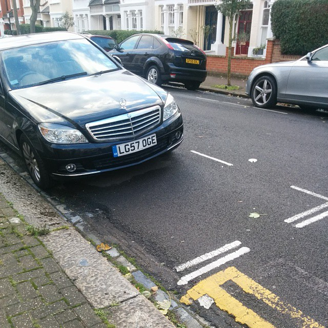 LG57 OGE not considering others on a busy residential rd by using the lines properly. #selfishparker