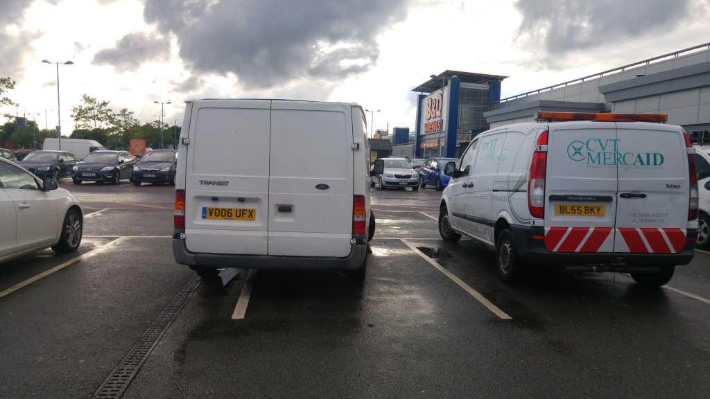 VO06 UFX displaying Selfish Parking