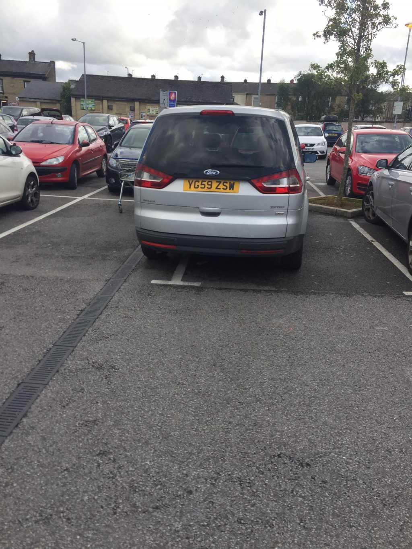 YG59 ZSW displaying Inconsiderate Parking