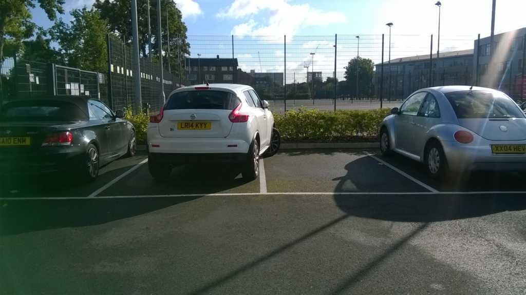 LR14 KYY displaying Selfish Parking