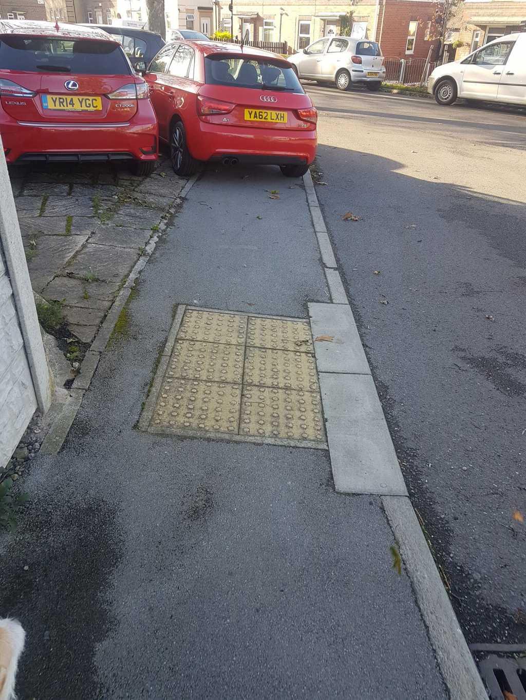 YA62 LXH displaying crap parking