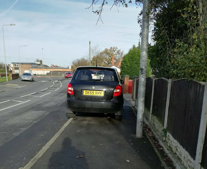 DK59 XHV displaying Inconsiderate Parking