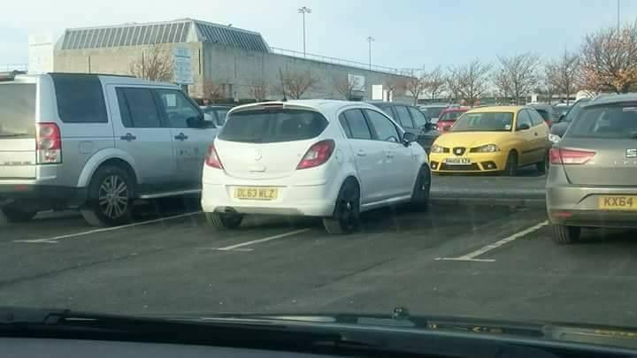 DL63 MLZ displaying Selfish Parking