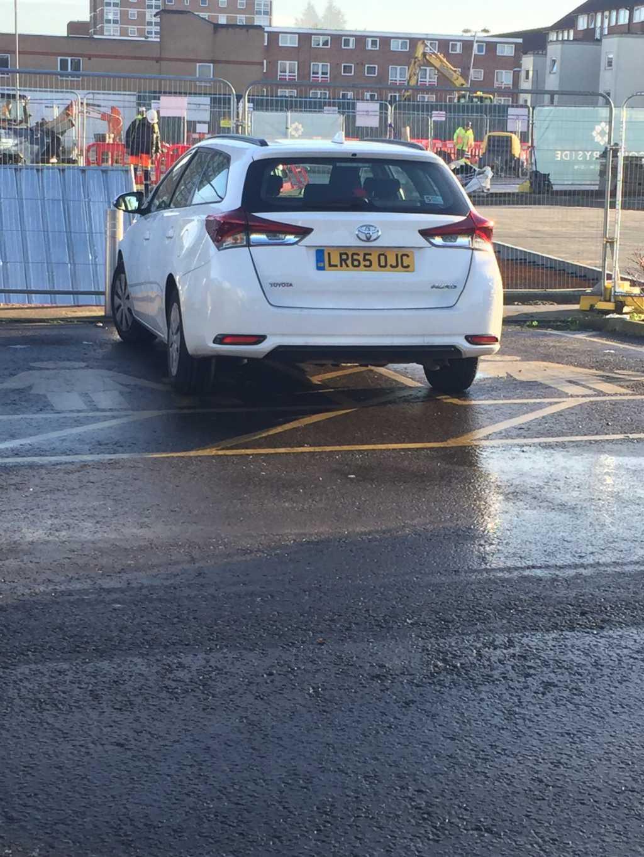 LR65 OJC displaying Inconsiderate Parking