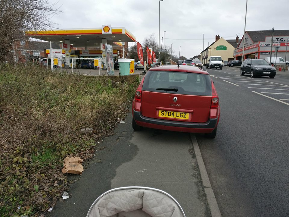 ST04 LGZ displaying Inconsiderate Parking