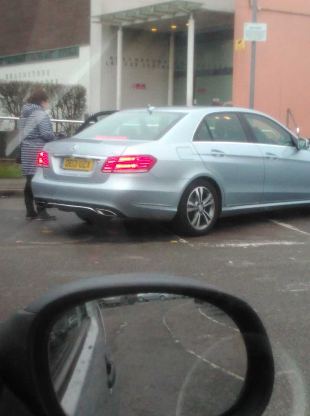 DE13 UZX displaying Selfish Parking