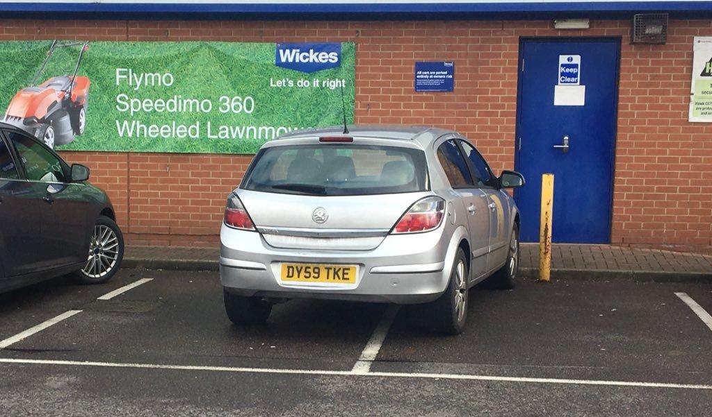 DV59 TKE displaying Selfish Parking