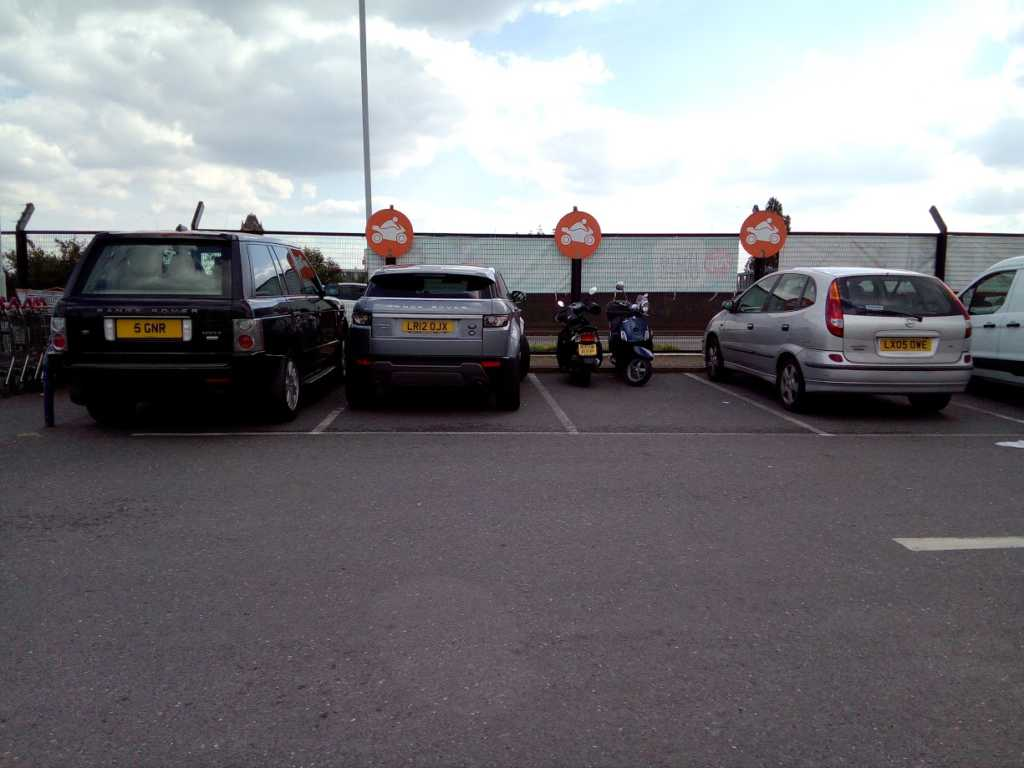 5 GNR displaying crap parking