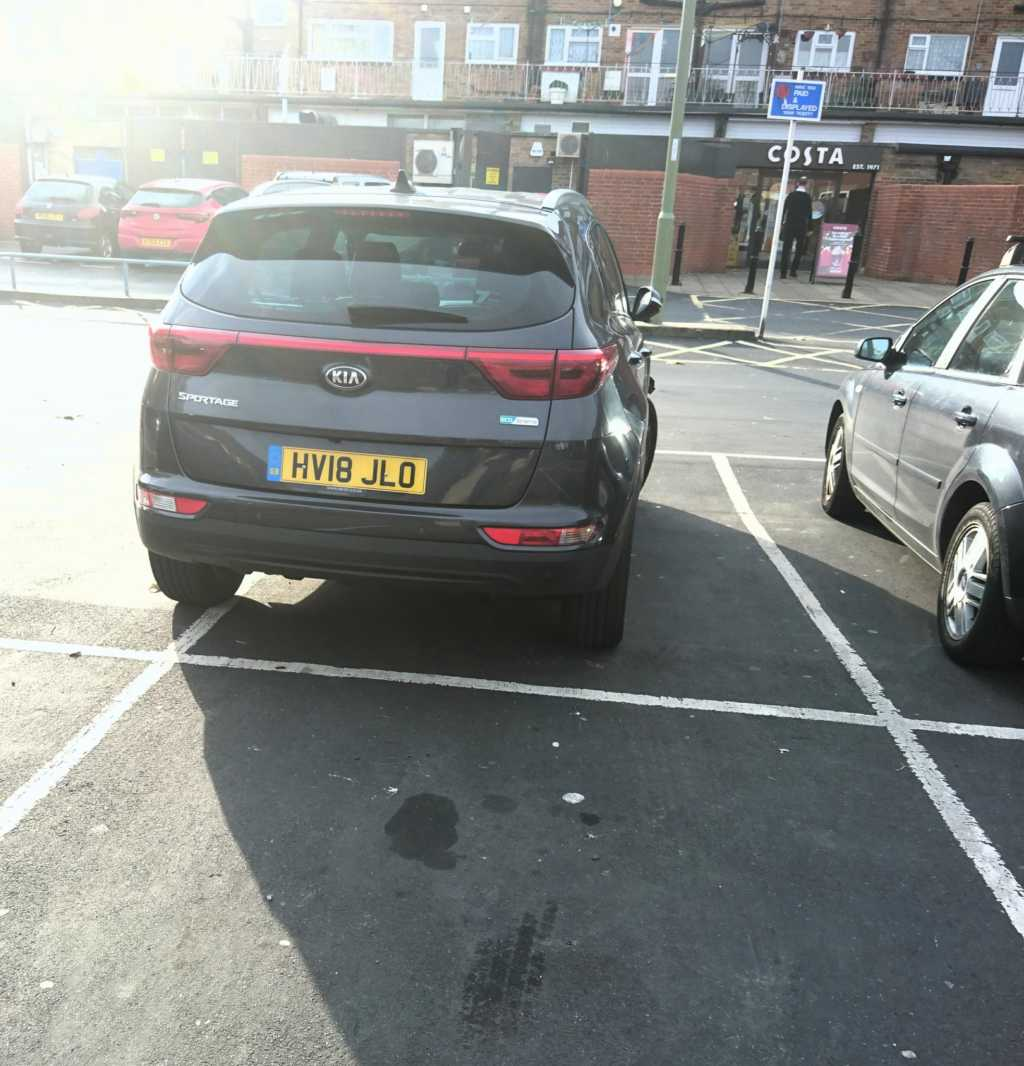 HV18 JLO displaying Inconsiderate Parking