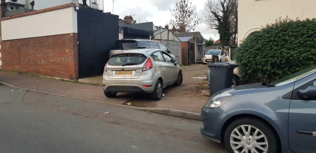 LB66 FFH displaying crap parking