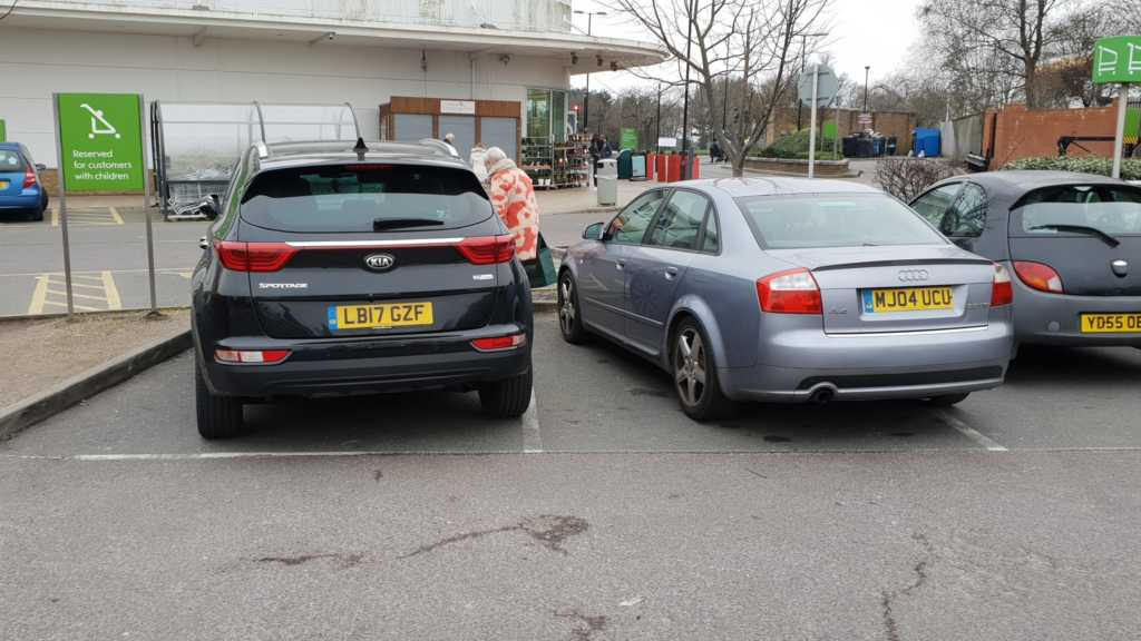 LB17 GZF & MJ04 UCU is an Inconsiderate Parker