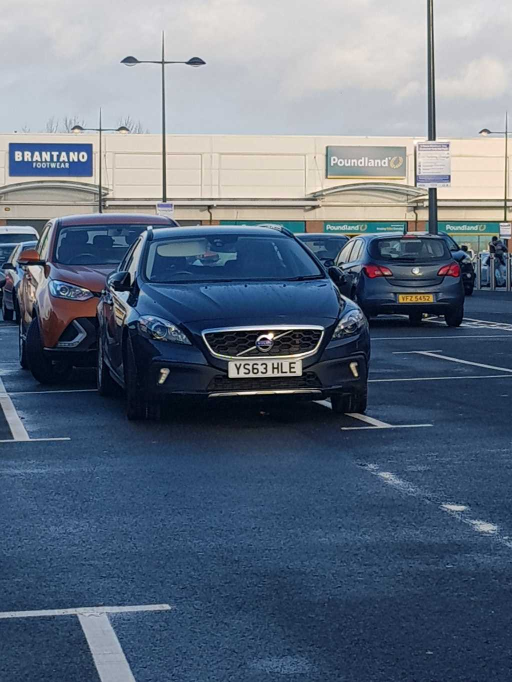 YS63 HLE displaying Inconsiderate Parking