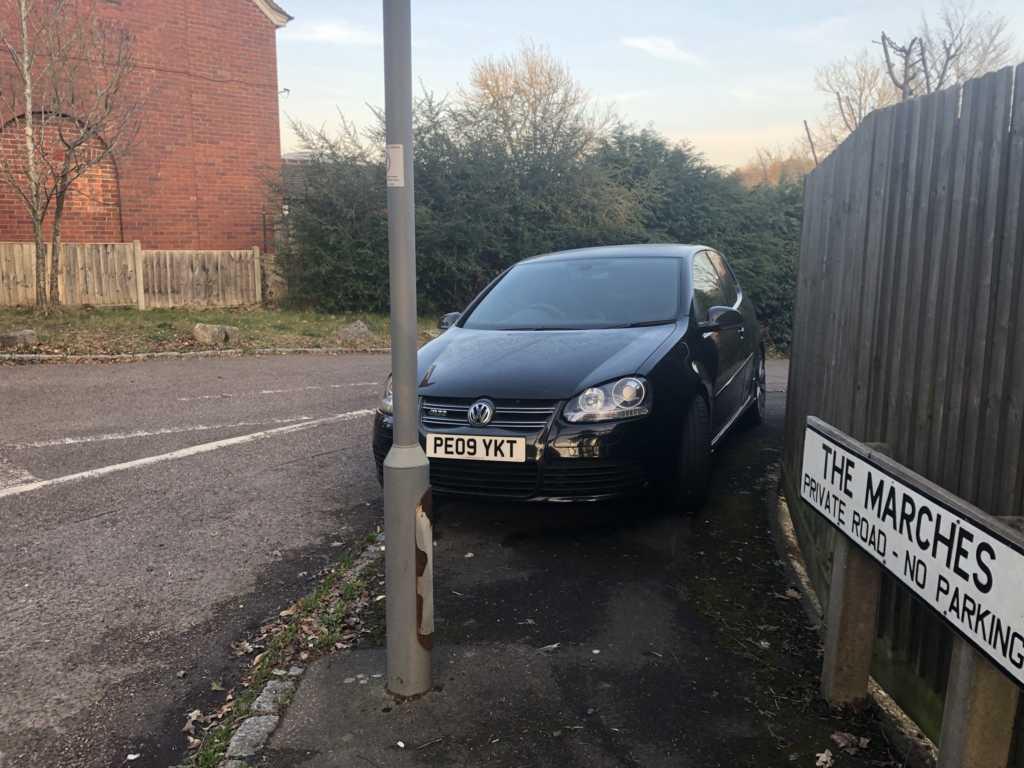 PE09 YKT displaying Selfish Parking