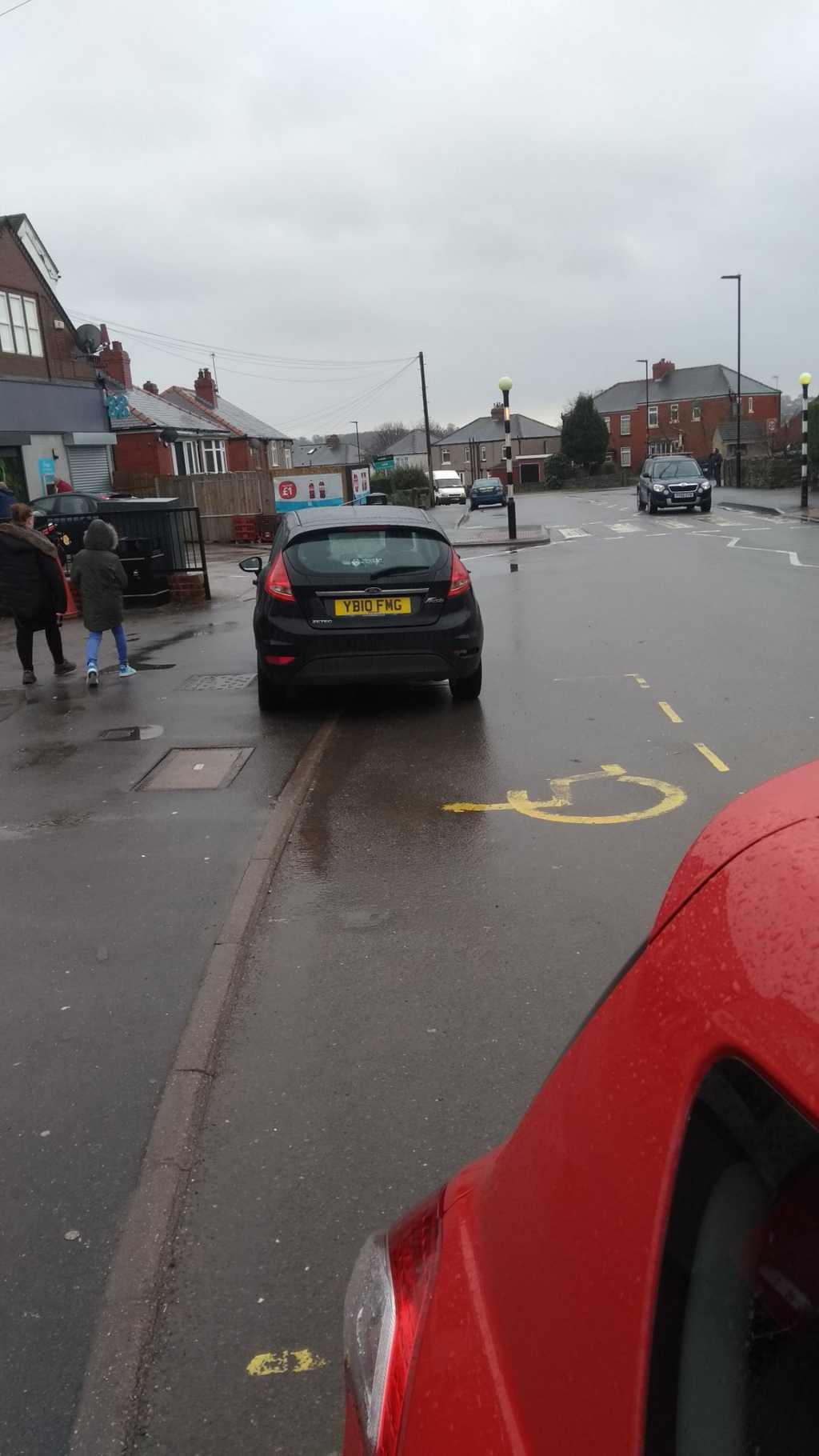 YB10 FMG displaying Inconsiderate Parking