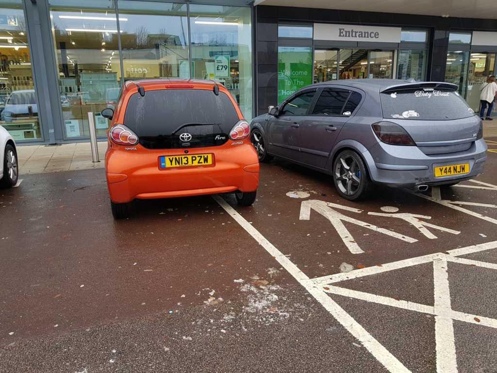 YN13 PZW displaying Selfish Parking