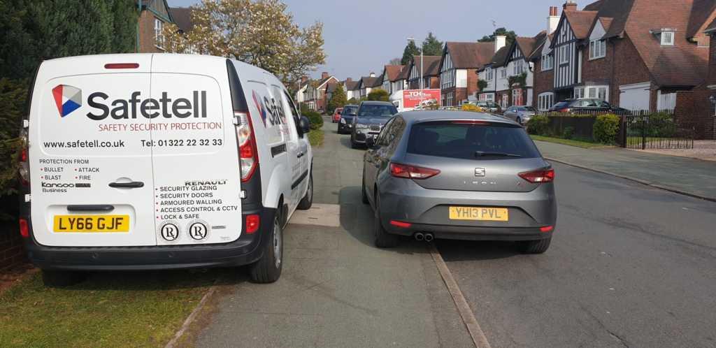 LY66 GJF & YH13 PVL displaying Selfish Parking