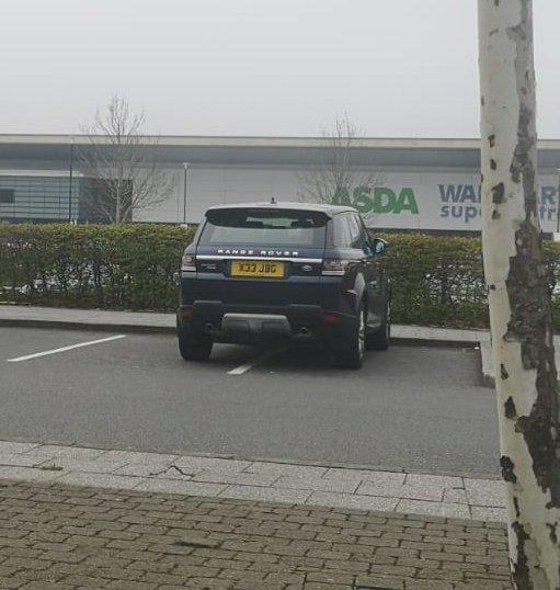 X33 JBG displaying Selfish Parking